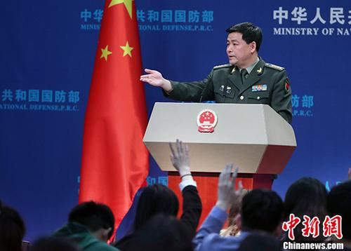 资料图:国防部新闻发言人任国强。 中新社记者 宋吉河 摄