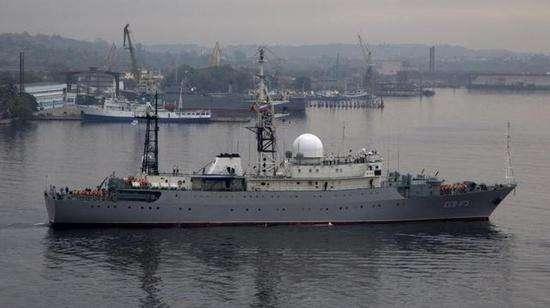 """资料图片:俄军""""维克托·列昂诺夫""""号间谍船。(图片来源于网络)"""