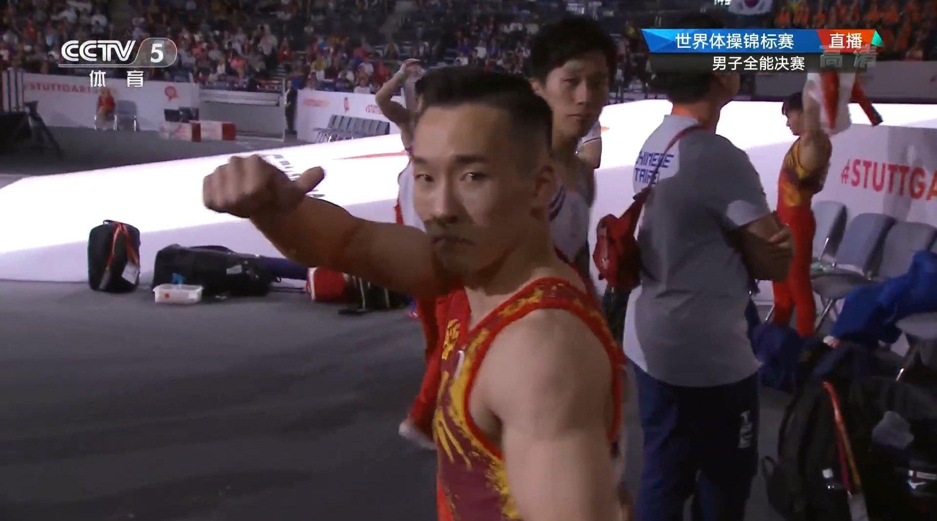 男子全能决赛 第五轮 双杠 孙炜和肖若腾都顺利发挥