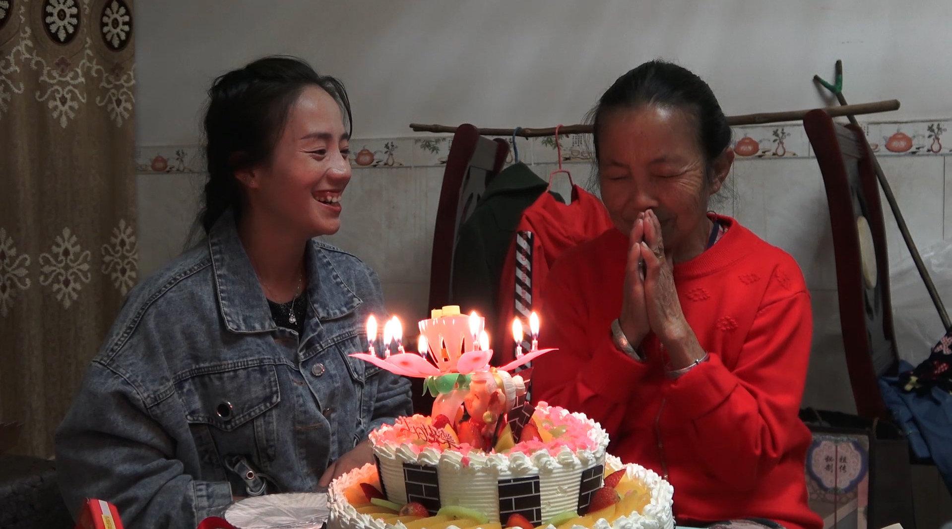 外婆过生日,小妹打算偷偷回去给她一个惊喜