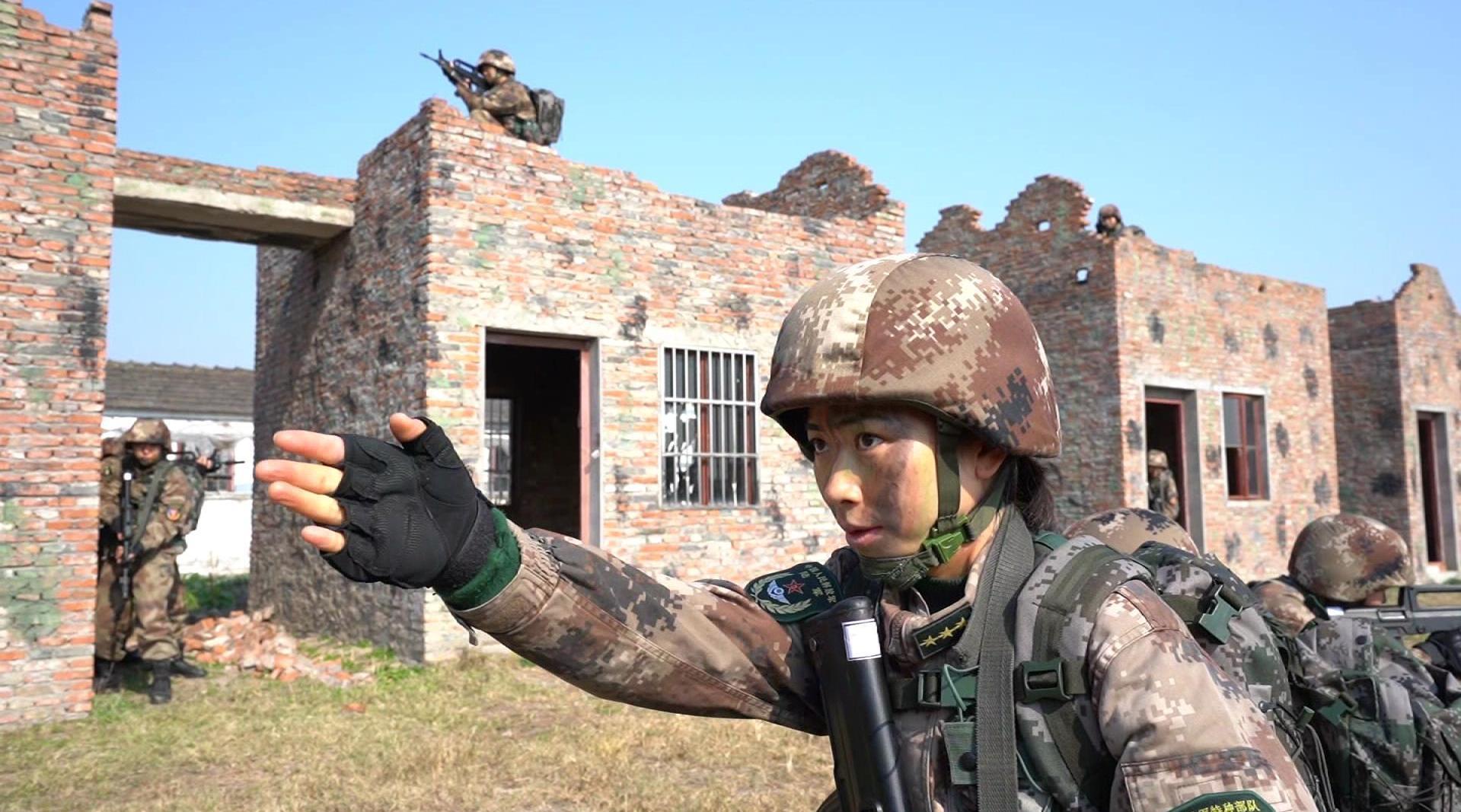 第72集团军某旅:山地丛林 特战女兵极限训练