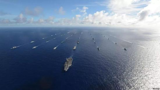 资料图片:2016年环太军演中舰队编队航行。
