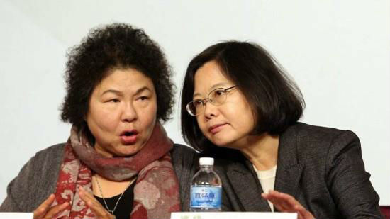 蔡英文(右)和陈菊
