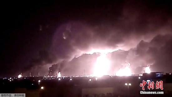 沙特领导联军对也门港口城市发动军事打击