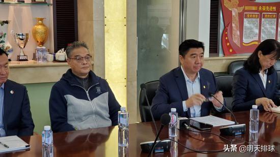 男排首批10名队员开训 江川等本周末报到 季道帅或12月回国