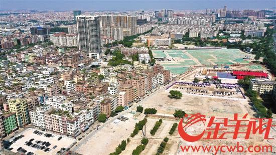 8日,陈田村城中村改造项目奠基仪式举行。曾经的汽配城如今已成一片空地 记者梁喻摄