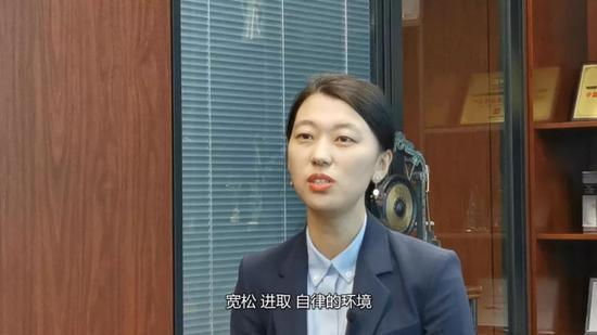 "k8彩票官网手机app下载_超诡异的""法棍头""惊现岛国街头,吃瓜群众表示已懵逼!"
