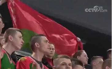 看台上的观众。