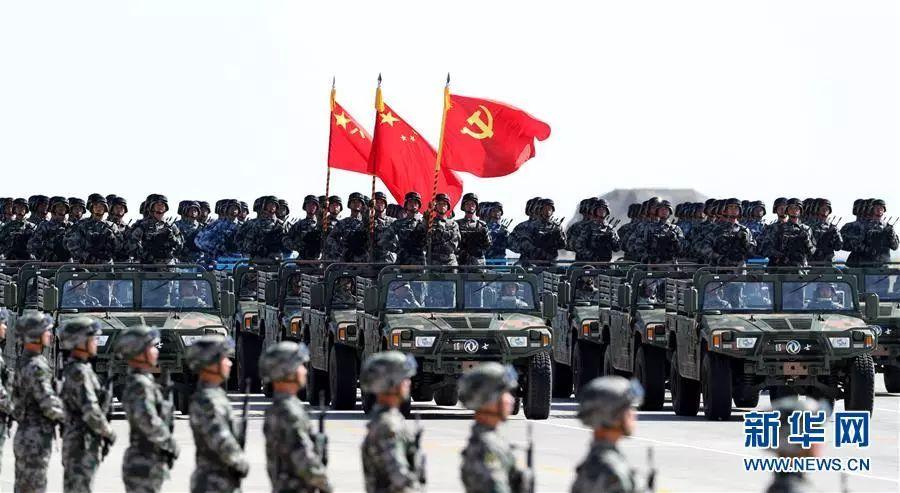 ▲资料图片:2017年7月30日,庆祝中国人民解放军建军90周年阅兵在位于内蒙古的朱日和训练基地举行。