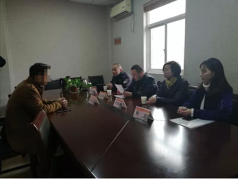 社区矫正民警的春节24小时:7000余社区服刑人员每天两次点名,吃