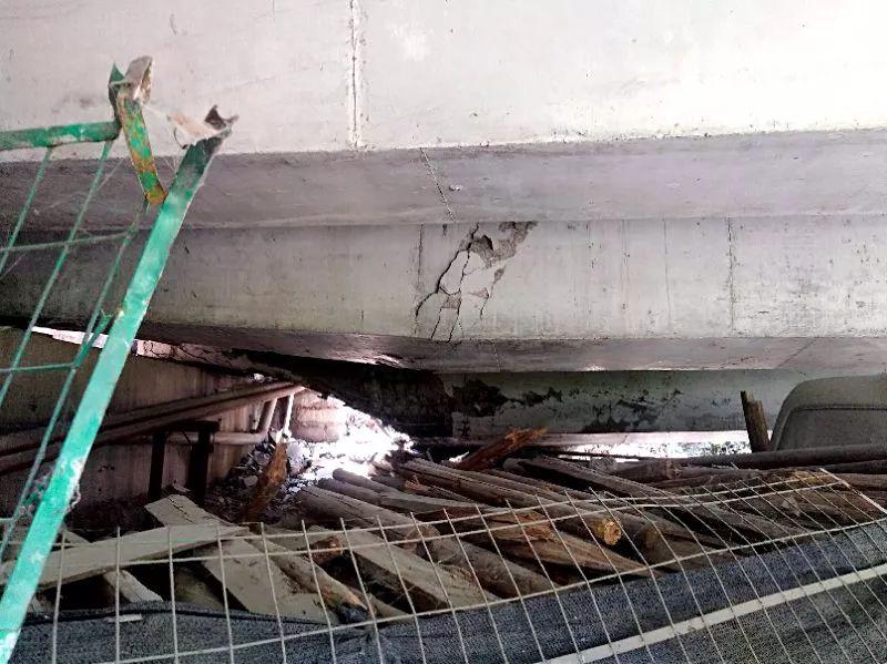 超惊险!实拍沪蓉高速巨石滚落瞬间,这个司机急刹车救了一车人......
