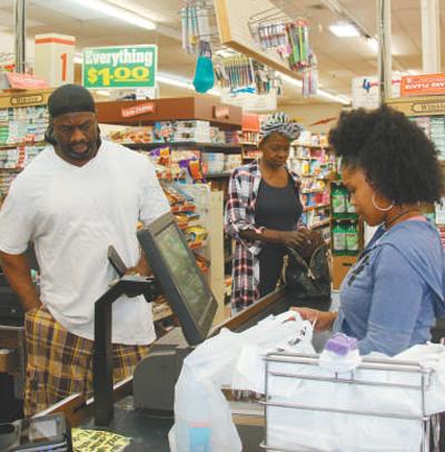 堪萨斯城一家非洲裔经营的社区超市。本报记者 张梦旭 图