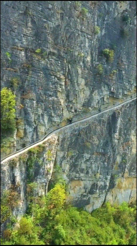 贵州一老人花36年,用锄头等开凿了一条9400米生命渠,改变
