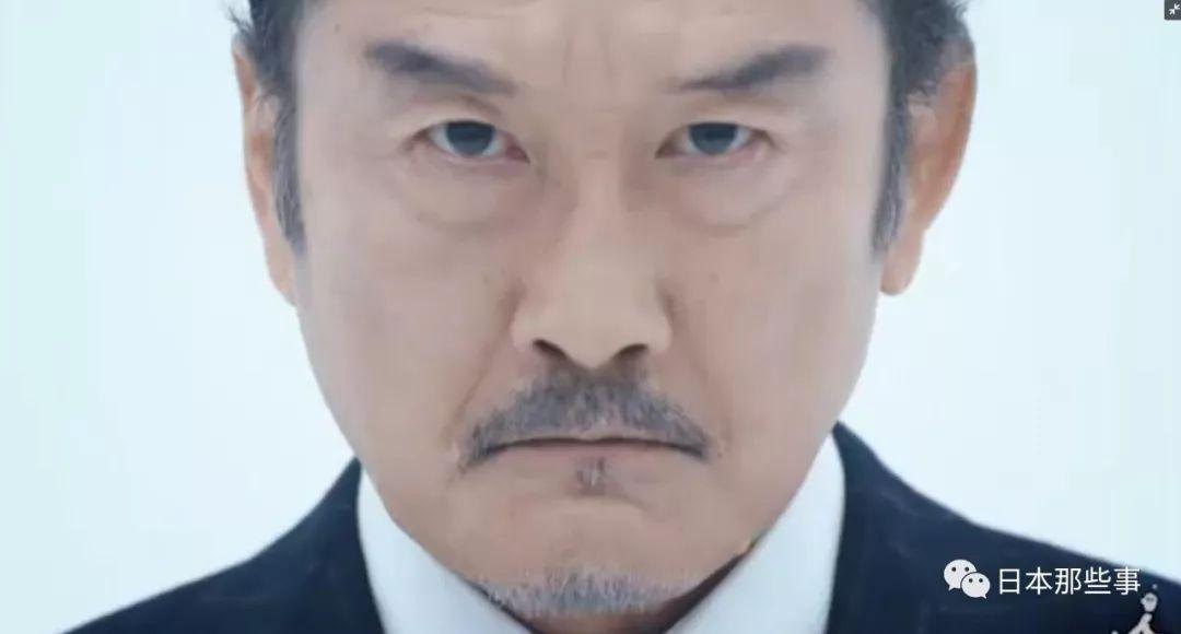 泷藤贤一饰演杏子外子的属下。