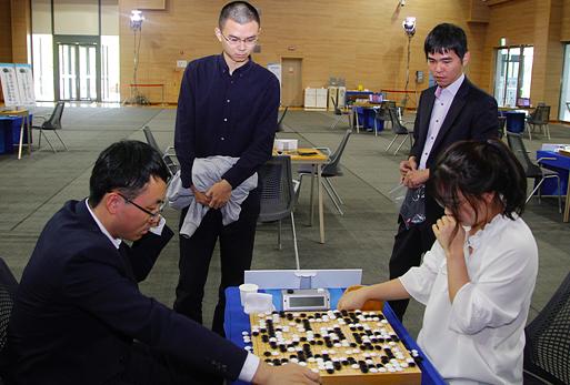 世界围棋棋王战16强诞生中国队棋手占据10席