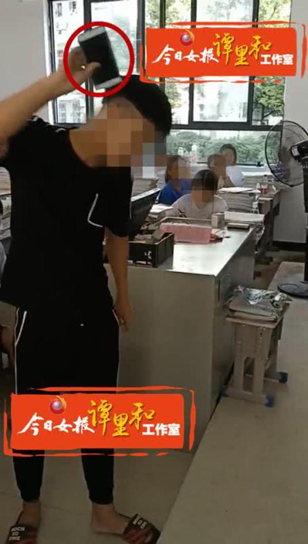 永州道县二中,学生被老师轮流喊上讲台自砸手机