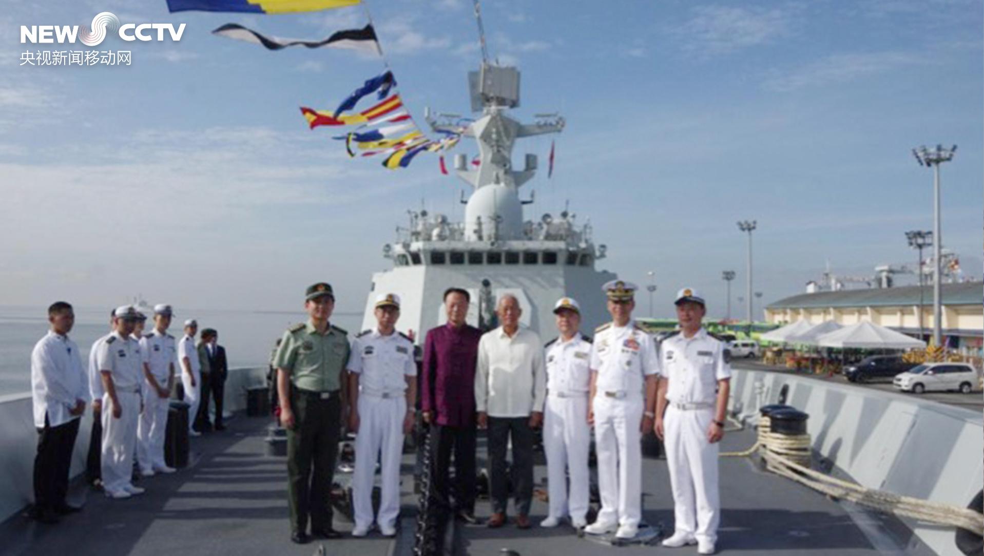 中国舰队到访马尼拉 菲律宾国防部长登舰参观