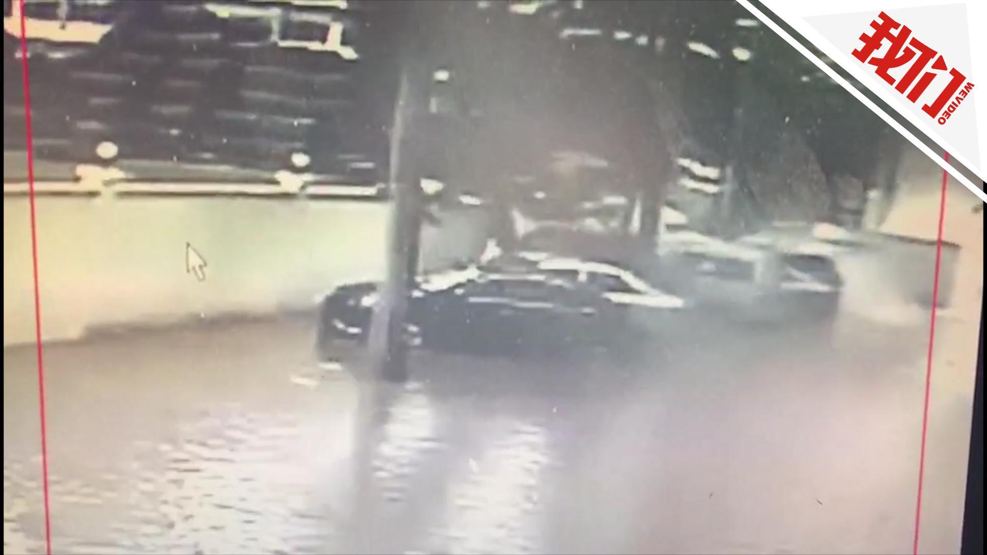 监拍海口暴雨围墙倒塌:砸向汽车致11车受损 120辆电动车遭浸泡