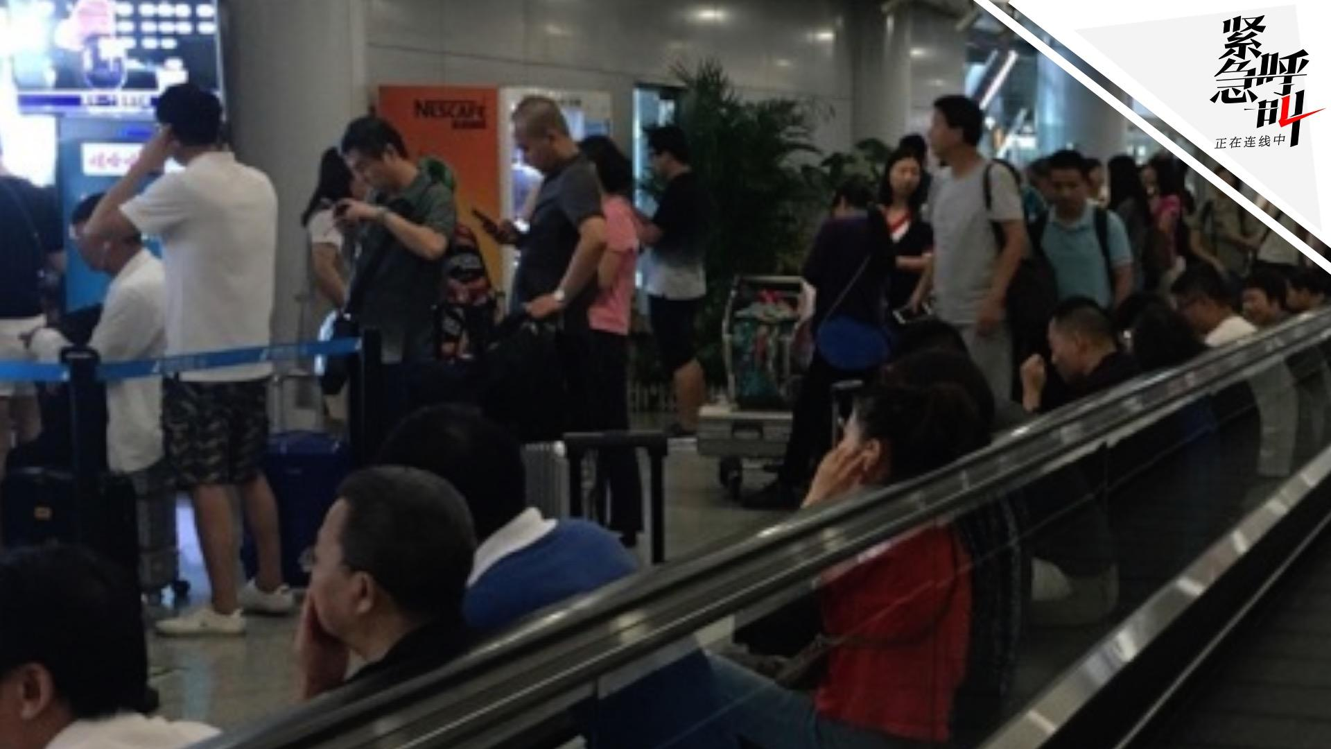 暴雨影响首都机场取消200余航班 旅客滞留:候机7小时不知何时起飞