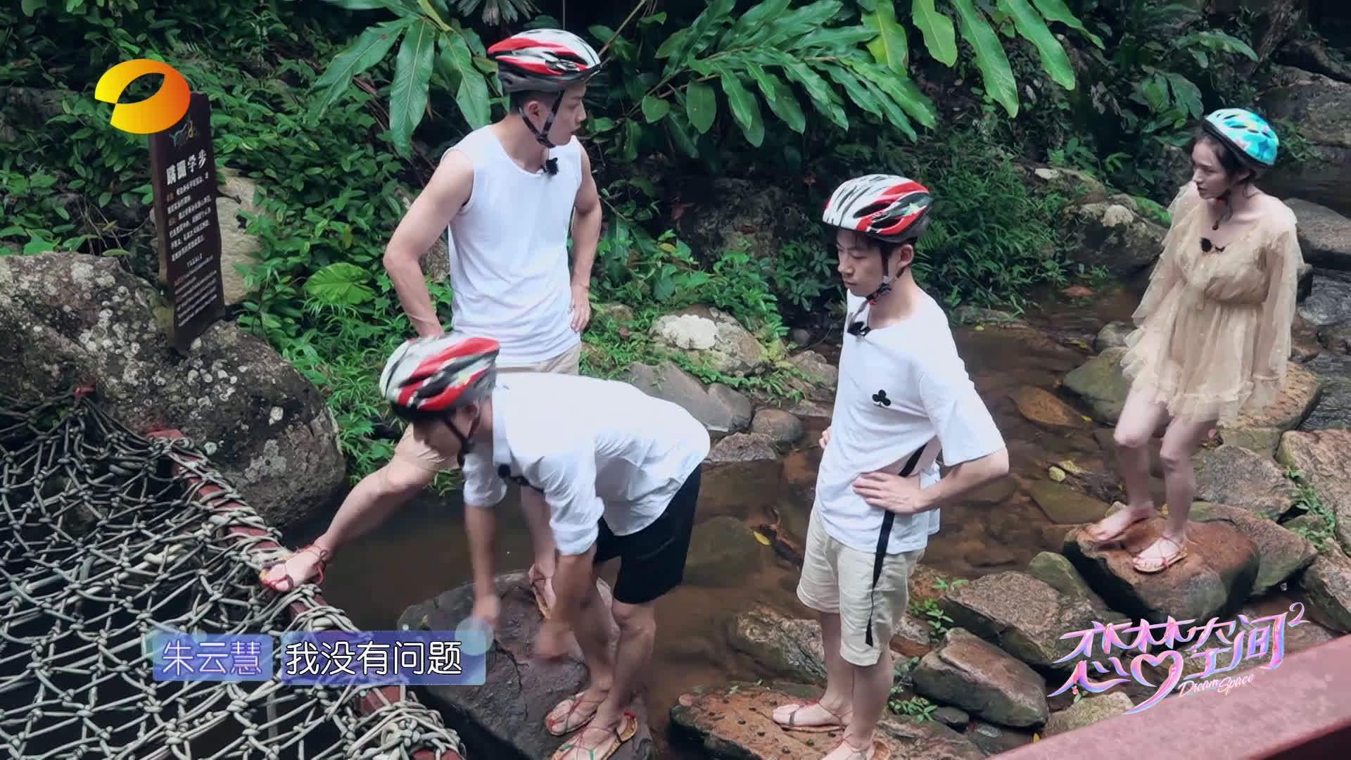 在徒步穿越森林过程中,Ethan卓逸凡 助攻杨明鑫