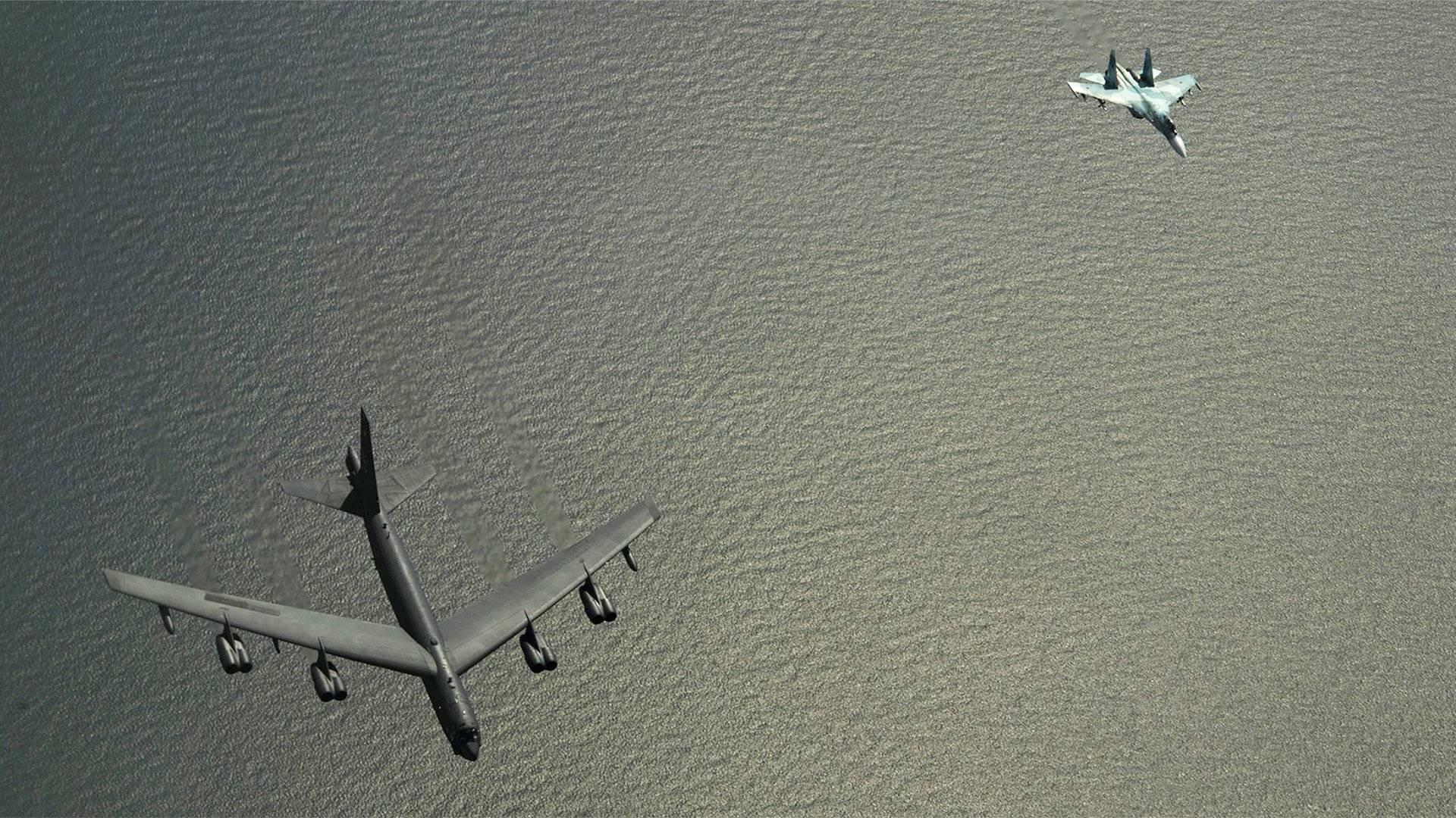 美军战略轰炸机飞近克里米亚 俄军苏27果断出击|轰炸机