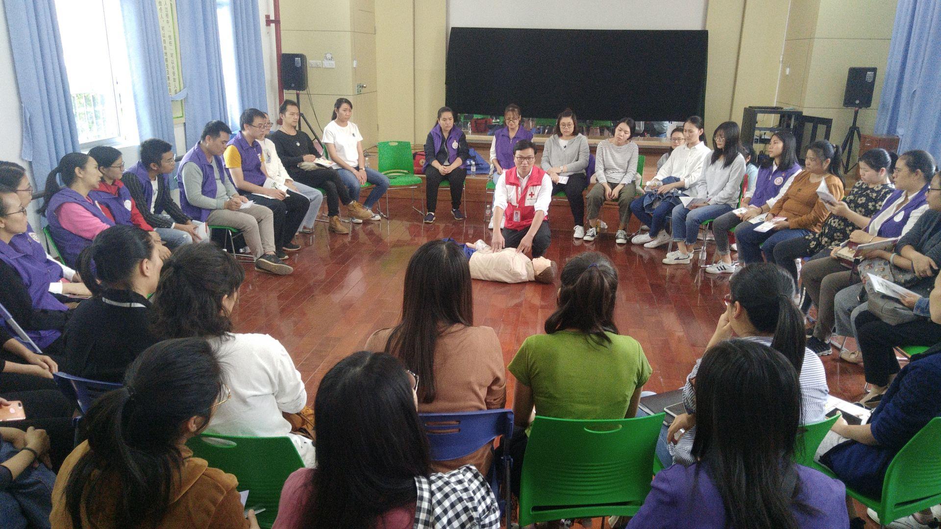 西乡塘区红十字会开展万人应急救护培训团委专场活动