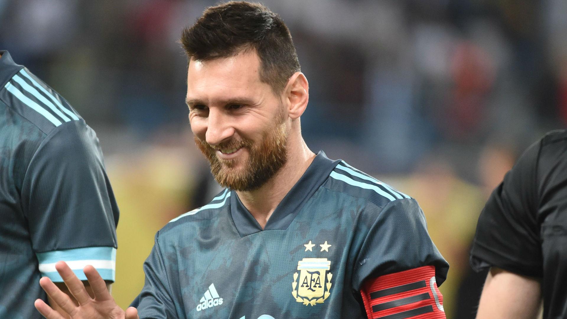 斯卡洛尼:梅西对国家队巴塞罗那都很满意