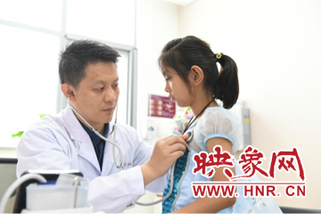 """河南8岁小姑娘买""""伟哥""""续命被关注 医生帮她找到一年的免费药"""