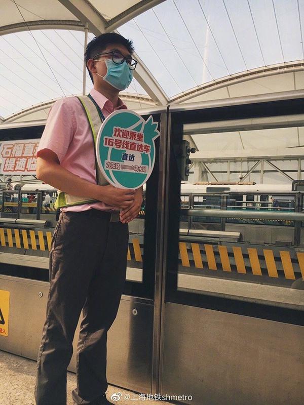 [天富]直天富达上海临港首列地铁开行图片