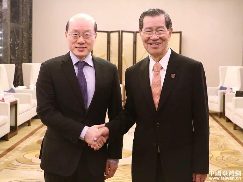 ▲刘结一(左)近日会见两岸企业家峰会台湾方面理事长萧万长。