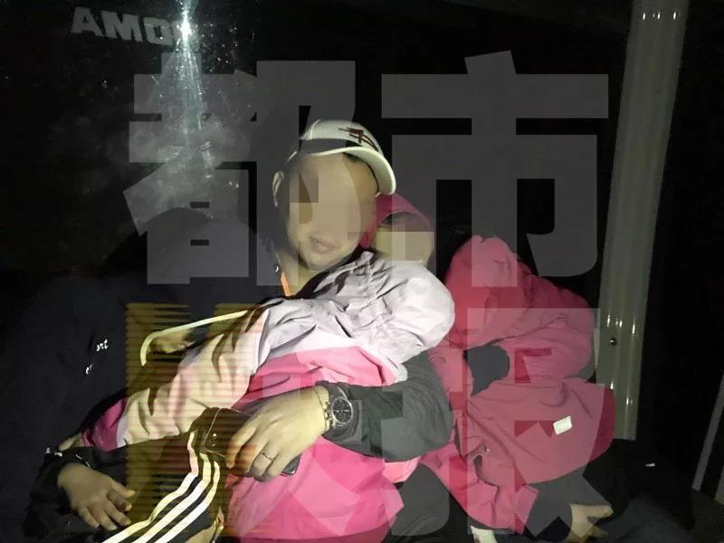 160名游客被困华山缆厢近10小时:空中荡秋千(图)