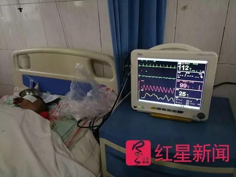 4月13日,小雅躺在太康县张集镇卫生院的病房里。图片来源红星新闻