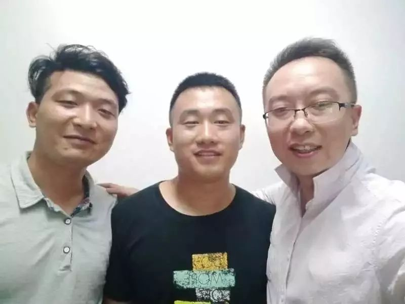 ▲张银昌(左)高礼江(中)刘京伟(右)三人接力救援。