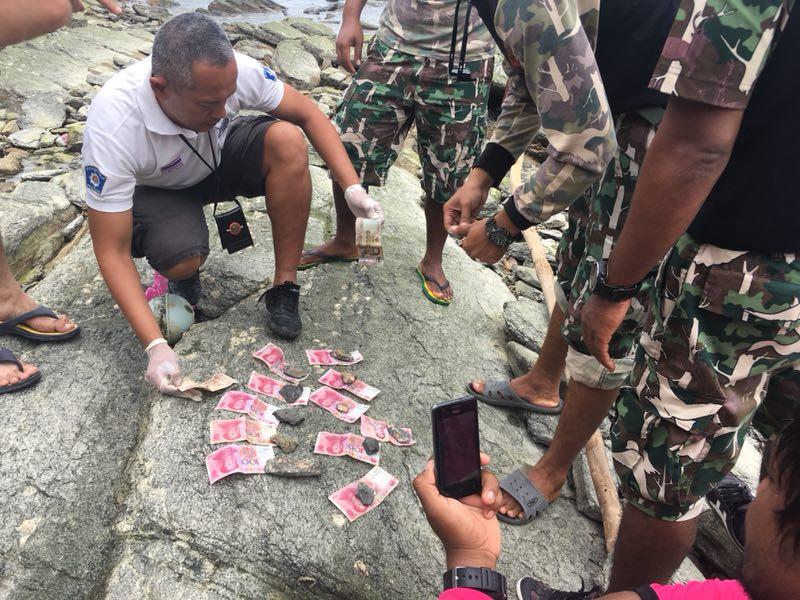 11日,泰方在打捞出的中国遇难者遗体的衣服内发现了人民币。