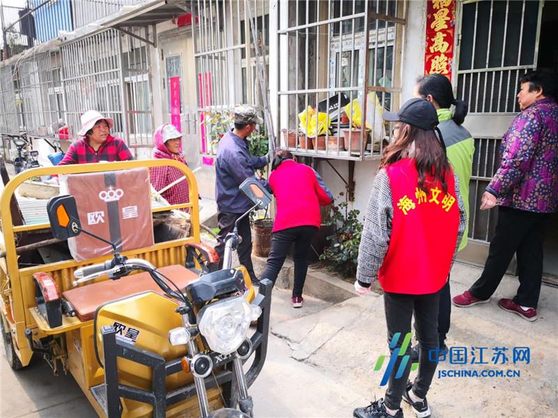 连云港新浦街道龙苑社区开展助力创文环境卫生整治活动