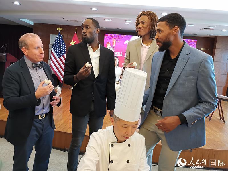 中国驻纽约总领事馆与NBA布鲁克林网队共同举办中秋茶话会