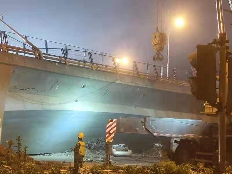 桥梁专家分析无锡高架桥事故:独柱墩桥遇超载偏载易倾覆