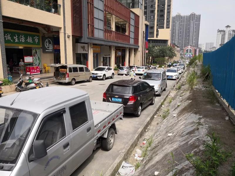 注意!星汇名庭小区周边道路、康福路、丰泽路严禁停车!看看整治前后对比……