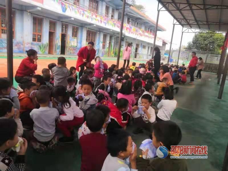 武冈市司马冲镇中心幼儿园开展消防演练活动
