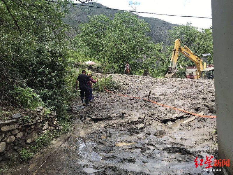 四川阿坝金川县发生洪水泥石流 当地紧急转移群众863人图片