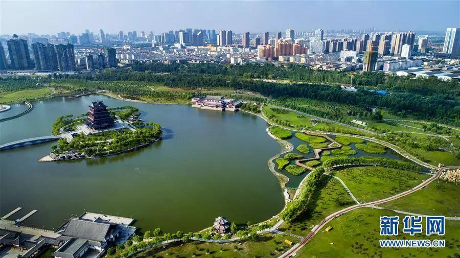 ▲榆林市榆阳区榆溪河公园(8月2日无人机拍摄)。