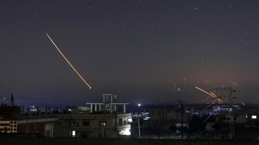 图为5月10日导弹飞过叙利亚上空。(路透社)