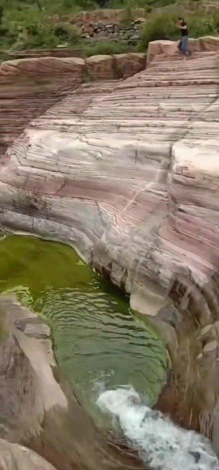 山西晋城陵川抱犊村老龙口瀑布快没水了,但依旧神韵犹在!