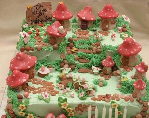 你最喜欢什么样的创意蛋糕呢?我最喜欢第一个,童话故事的蛋糕