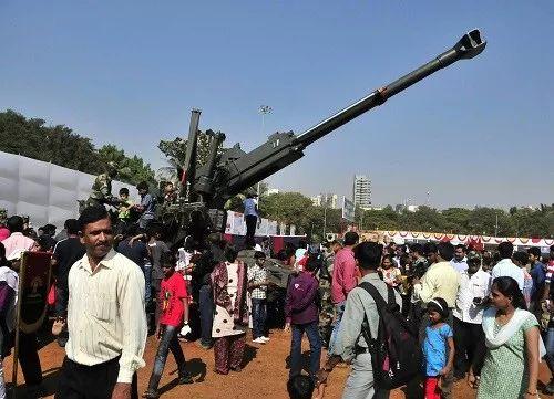 ▲资料图片:印度孟买举行军事表演和武器装备展。