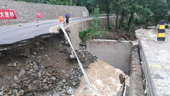 绕行!暴雨致北京公路发生9起塌方 正在抢险