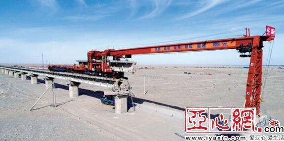 格库铁路新疆段架梁突破1000孔