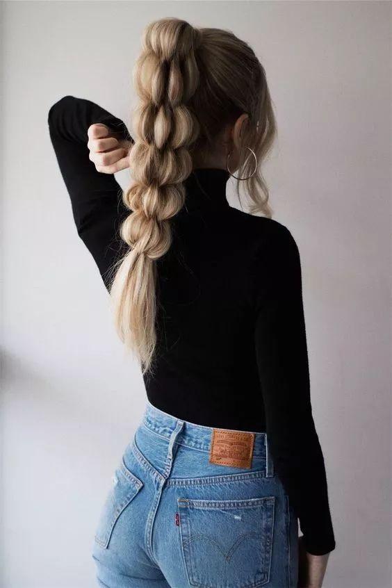一种马尾扎发,适合长发的妹子,比马尾辫多了几分俏皮,减龄又可爱.