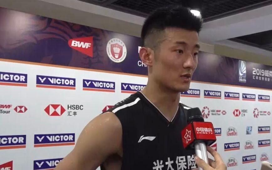 中国赛首轮谌龙惊险过关,赛后笑称儿子基因好