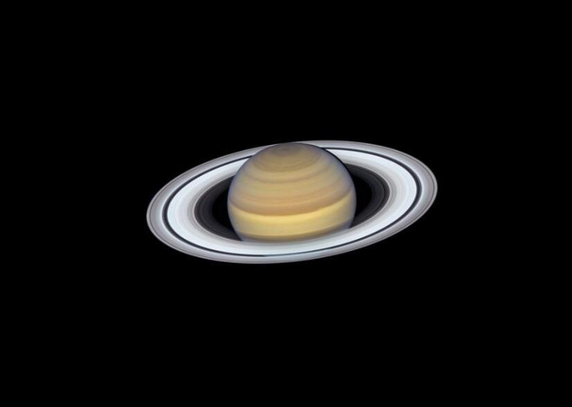 哈勃望远镜拍下土星最新肖像照 能清晰看到行星环